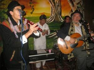 Carlos de Avila & Illamantu en Mestizo Peña Bar